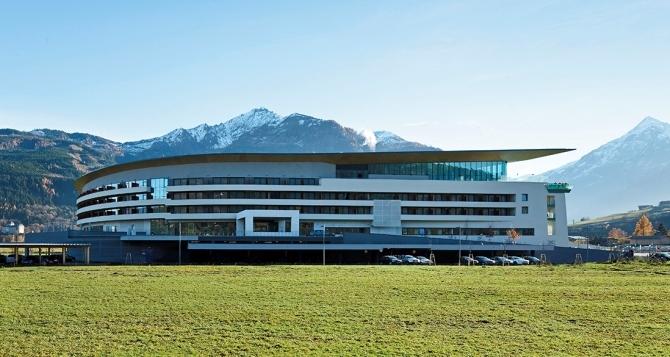 TauernSPA- Автори на проекта на модерния хотел и спа-центъра в Капрун са Тодоров и У. Шустер.    –      Автор / Източник: www.skyline-architekten.at